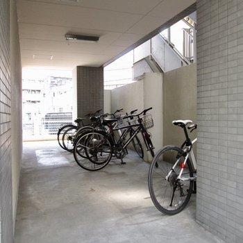 自転車置場もしっかりと。