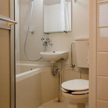 ユニットバスは清潔でした。シャワーカーテンが付いていました。※写真は前回募集時のものです