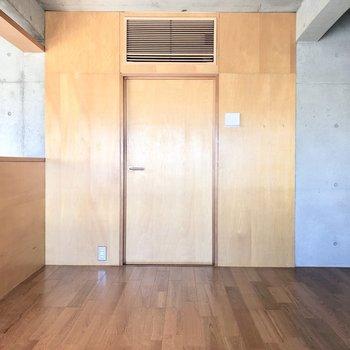 【上階4.0帖】こちらはクローゼットのドアです