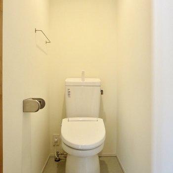 トイレは玄関付近に
