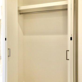大きなクローゼットと出会いました。たっぷり入りそうだなあ。※写真は2階の同間取り別部屋のものです