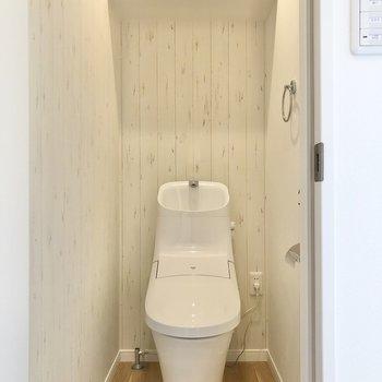 スタイリッシュなトイレが待っていました。※写真は2階の同間取り別部屋のものです