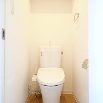 トイレは、しゅっとした雰囲気。※写真は同間取り別部屋のものです。