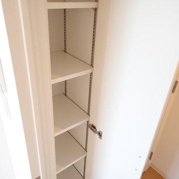 廊下にはシューズボックス。※写真は同間取り別部屋のものです。