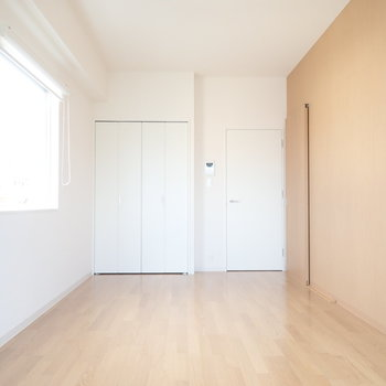 角部屋で風通しがいいです!明るい。※写真は同間取り別部屋のものです。