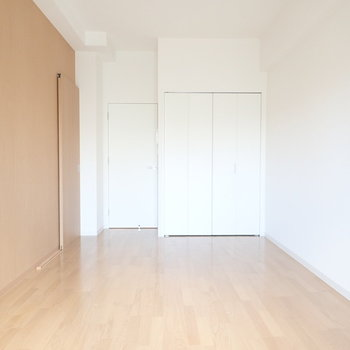 自然な雰囲気のお部屋です。※写真は同間取り別部屋のものです。