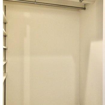 そして、玄関横には大きなウォークインクローゼット!※写真は2階の同間取り別部屋のものです