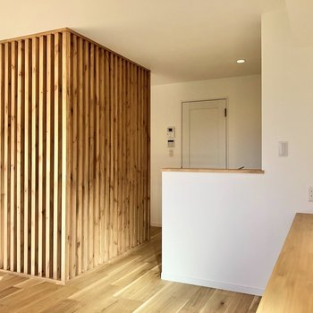 【LDK】ホッとする空間が広がります。※写真は2階の同間取り別部屋のものです