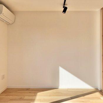 【LDK】ソファーを置いてもいいなあ。※写真は2階の同間取り別部屋のものです