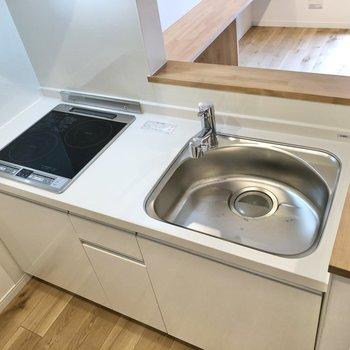 【LDK】IHコンロでお掃除も簡単にできますね。※写真は2階の同間取り別部屋のものです