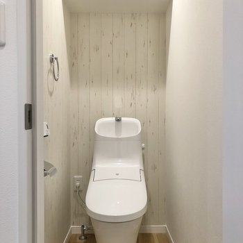 トイレはスタイリッシュなデザイン。※写真は2階の同間取り別部屋のものです
