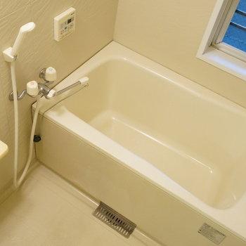 お風呂はシンプルに。※写真は類似間取り・別部屋のものです。