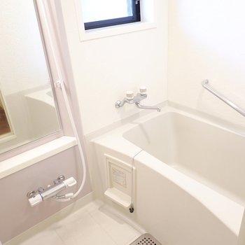 鏡の大きなお風呂でゆったり。