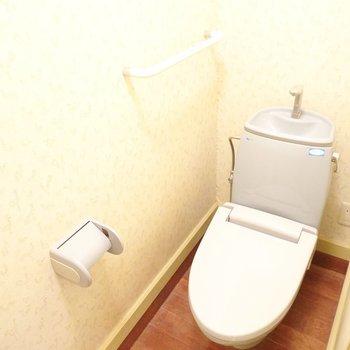 おトイレはシンプルですが、コンセントがあるのでウォシュレットを後付けできます。