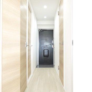 廊下を通って、もうひとつの洋室へ。