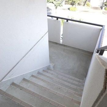 4階まで階段です!少しキツいですが、良いお部屋が待ってますよ。