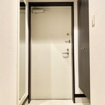 シンプルでゆったりとした空間の玄関です。