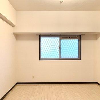 8.4帖窓寄せにテーブルを置いて、ステキなカフェカーテンも付けたいな。