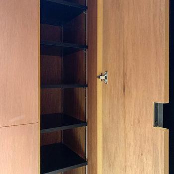 シューズ棚は縦長のものが。