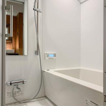 浴室乾燥や暖房、追い炊き機能の付いたお風呂です。