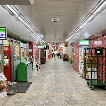 駅中にもお店がいくつか。
