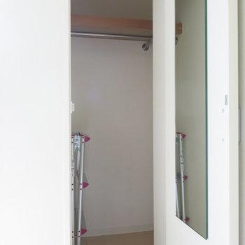 脚立はこちらへ!(姿見もあるよ!))※写真は4階同間取り・別部屋のものです。