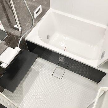 お風呂には追い焚き&浴室乾燥機付き!