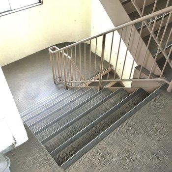 階段で2階まで。このくらいならいい運動に。