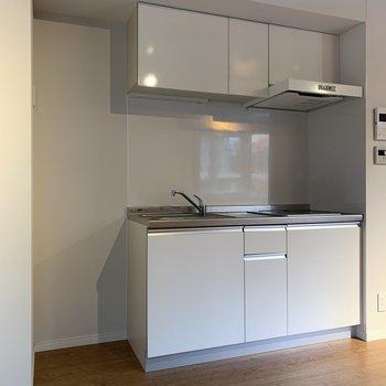 キッチン横に冷蔵庫が置けます。※写真は前回募集時のものです