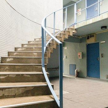 共用部にはもう一つの階段が。