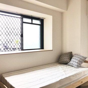 出窓付きでお部屋が更に可愛くできちゃいます♩ (※写真は1階の反転間取り別部屋、モデルルームのものです)