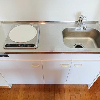 キッチン自体はコンパクト。こちらにも作業のゆとりがあります。