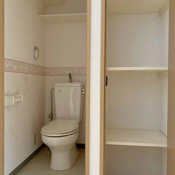 トイレの横にちょっとした収納◎ウォシュレット付いてません。