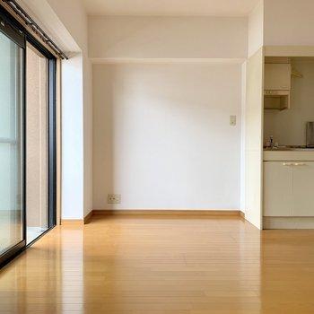 キッチン横に冷蔵庫など壁寄せで並べたい。