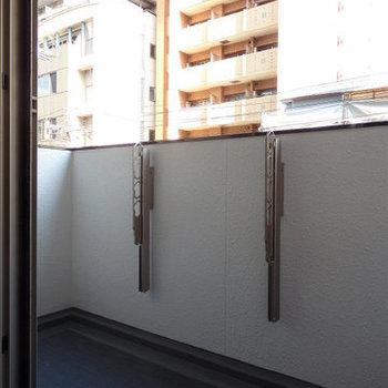 バルコニーは南向き(※写真は3階の同間取り別部屋のものです)