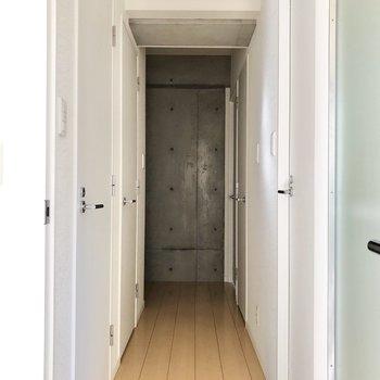 たくさん扉がありますね……。