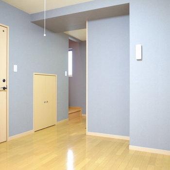【LDK】でこぼこしてますが、壁際に家具を寄せれば気にならないかと。
