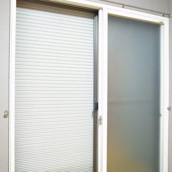 窓はシャッターつき・二重窓です!