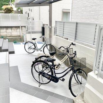 屋根付きの駐輪場になります。