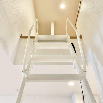ロフトへ繋がる階段です。
