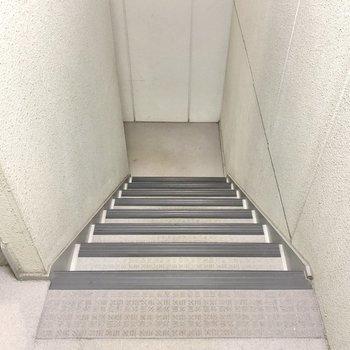 2階まではあっという間ですよ!