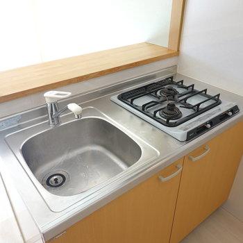 調理スペースが狭いので、板や台の用意を!カウンターを使うのもいいですね。