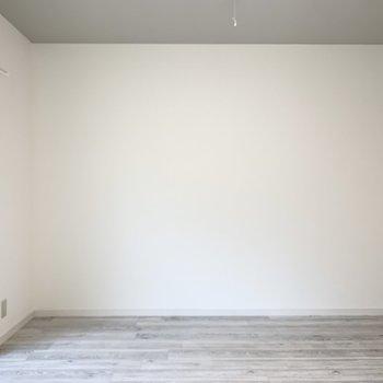 壁面も1面確保されていますので、家具の配置にも困りません。