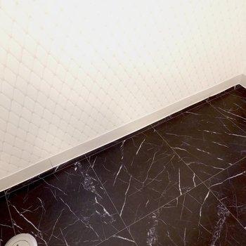 【ディテール】脱衣所の床とクロスが独特でした。