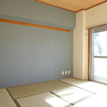壁や天井などが、綺麗に気持ち良くリノベされた和室です。