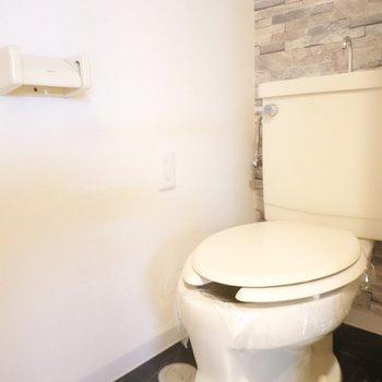 トイレはシンプルですが、コンセントがあるのでウォシュレットが後付けできます!