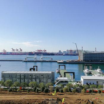 窓からは建設中の国際クルーズターミナルが見えます。