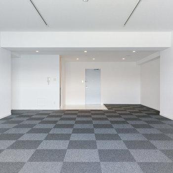 棚やパテーションで区切ったミーティングルームが作れます。
