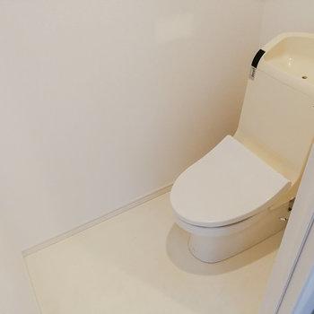 お隣にはトイレを。