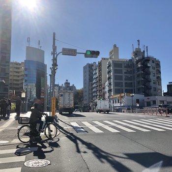 駒込駅前の様子。